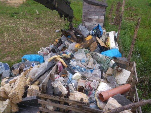 załadunek śmieci po budowlanych